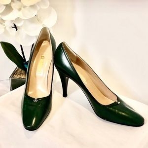 NWOT Vintage Chanel Green Pumps Shoes 40 -10AA